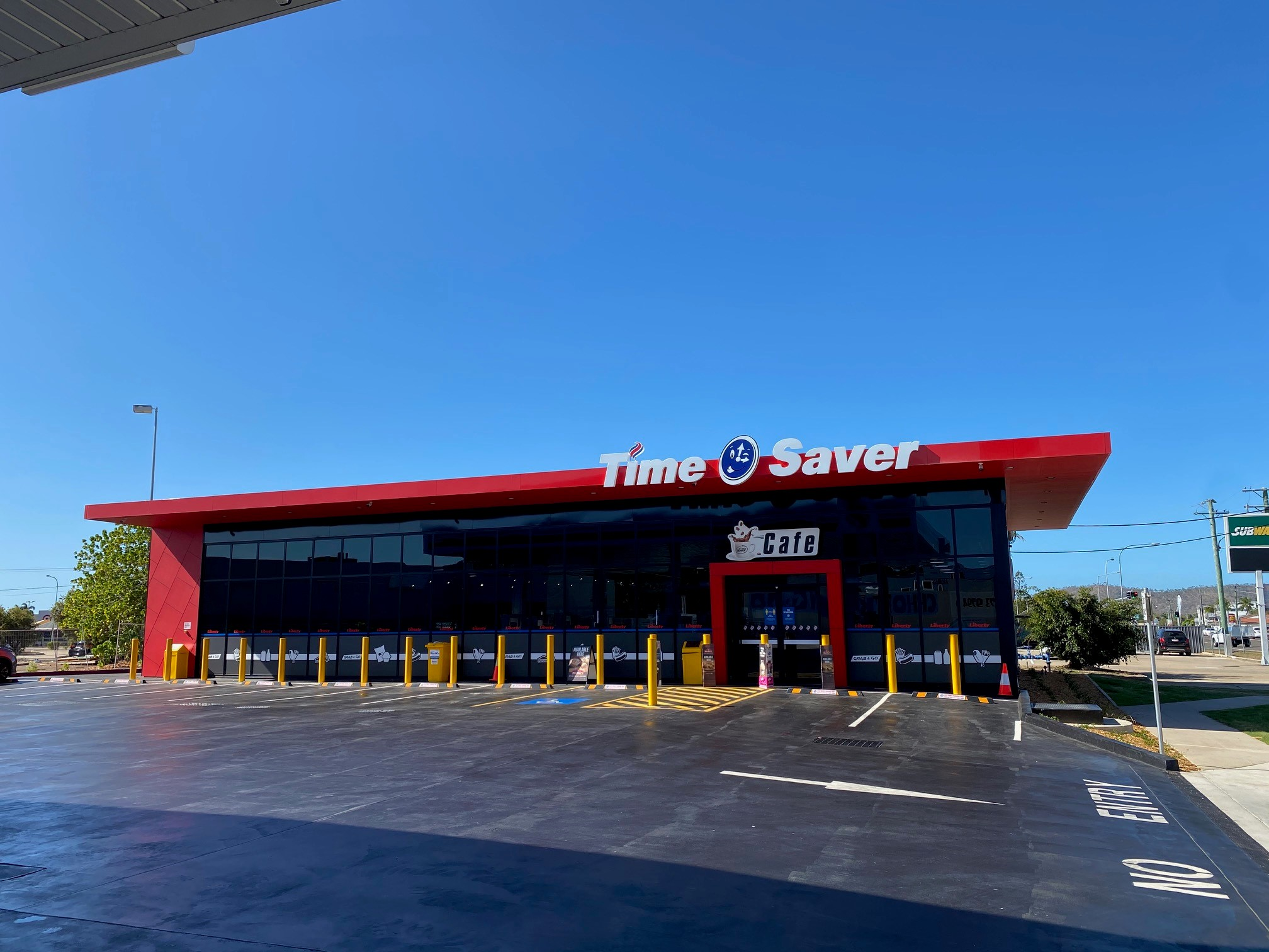 Thuringowa front of store